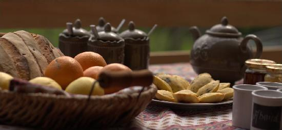Le Bois Fae: petit déjeuner en terrasse
