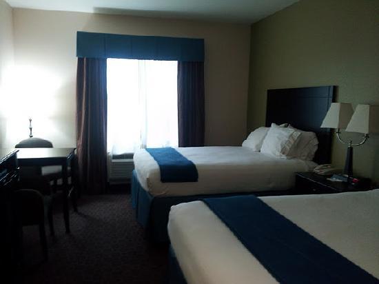 Pryor, OK: SUPER luxurious beds & linens