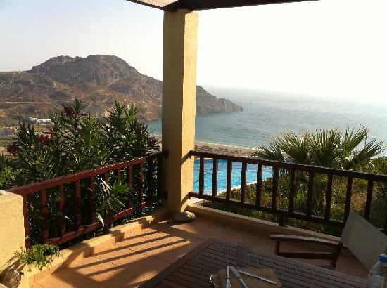 Plakias Hill Mansion & Villas: Blick von der Terrasse zum Meer