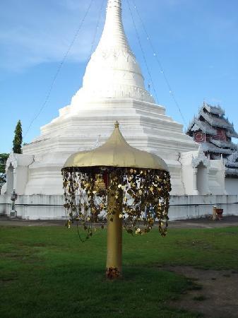 Lanna Kingdom Tours: Main Temple in Maehongsorn city.