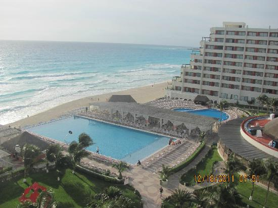 Crown Paradise Club Cancun: Daytime view from my room