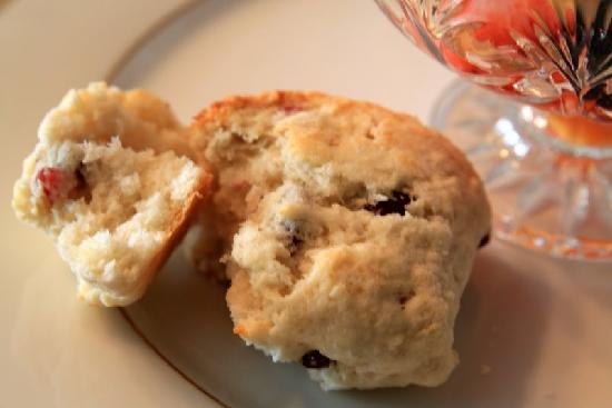 Greystone Manor Bed & Breakfast: Homemade crusty scones...perfect amount of sweetness!
