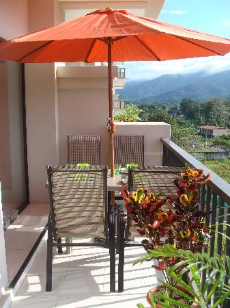 Jaco Bay Resort Condominium: Balcony with patio table and comfortable patio chairs