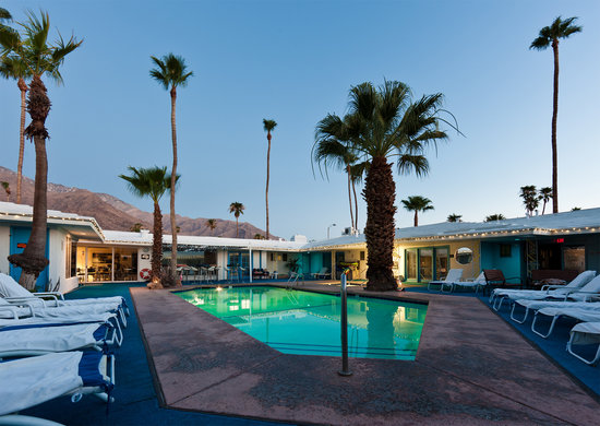 ‪بالم سبيرنج رانديفو: Palm Springs Rendezvous has stunning views and a cool blue courtyard!‬