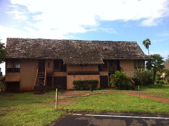 Castle Kaluakoi Villas: Un des nombreux bâtiments abandonnés sur le site