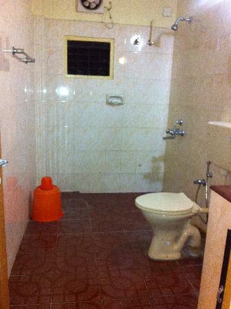 Vintage Inn: Attached Bathroom
