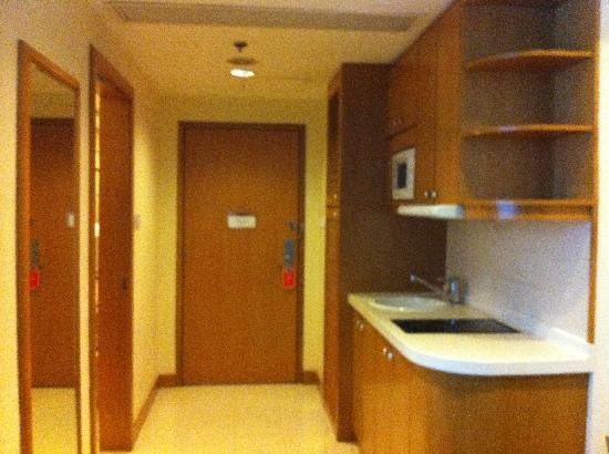 Harbour Plaza Resort City Hong Kong: kitchenette