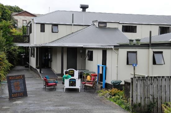 Stewart Island Backpackers : The hostel viewed from the road, with the freshly opened café