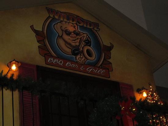 Wildside BBQ Bar & Grille : Inside the restaurant
