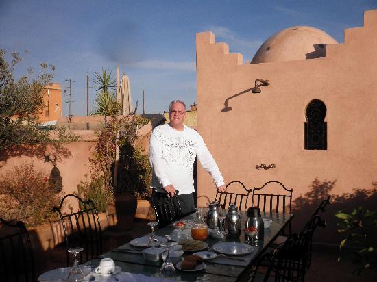 Riad Meriem : Breakfast on rooftop patio