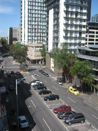 Nova Star Gate Serviced Apartments: view of Franklin Street from our balcony