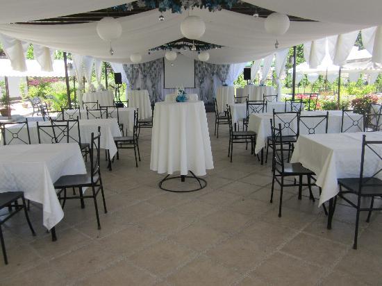 Hotel Tropika Davao: Ficus al fresco function area.  Great for wedding receptions and garden parties.
