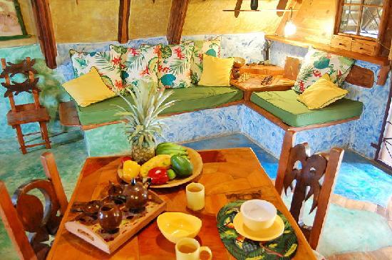 Chalet Tropical Village : Chalet 1: sitting/dinning area