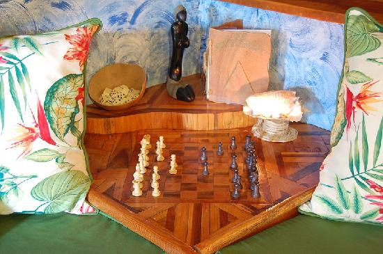 Chalet Tropical Village : Chalet 1 : sofa and chessboard