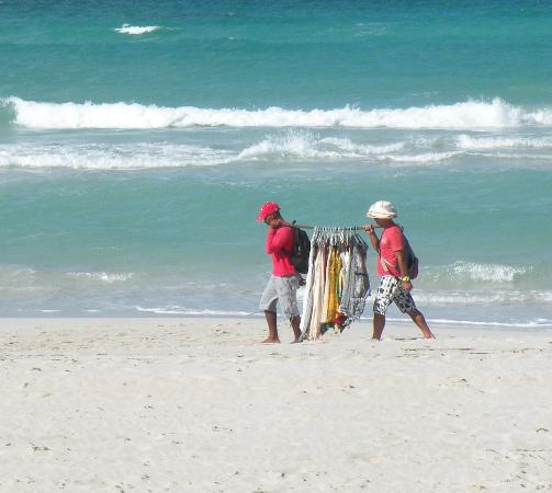 Beny's House: street venters on varadero beach