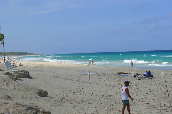 Gran Caribe Club Atlantico : The beach, about 100 yards from the hotel gate.  Clean and well supervised.  no worry leaving yo