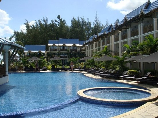 Pearle Beach Resort & Spa: Hotel pool