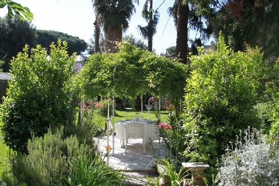 Bed & Breakfast Il Giardino Segreto: le jardin!