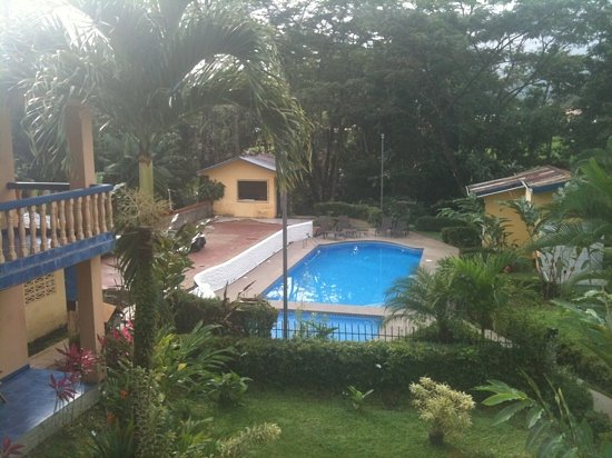 Mayol Lodge: pool area - much quieter than our room