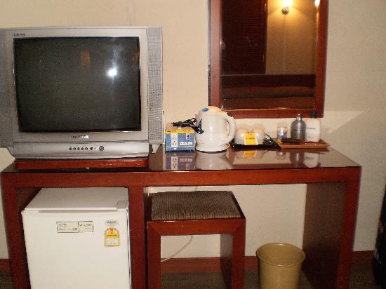 New Korea Hotel: TVと冷蔵庫