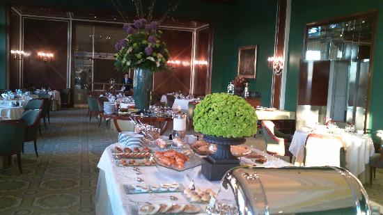 Four Seasons Hotel Ritz Lisbon: A Breakfast Buffet