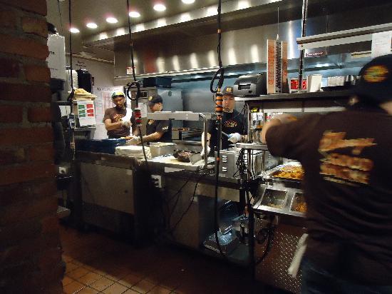 Cuisine ouverte picture of dinosaur bar b que new york for Cuisine ouverte restaurant
