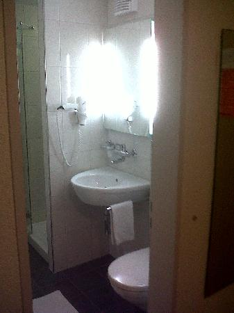 Hotel Restaurant Buchserhof: the bathroom