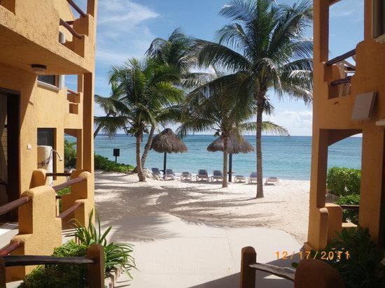 La Bahia: View between walk way