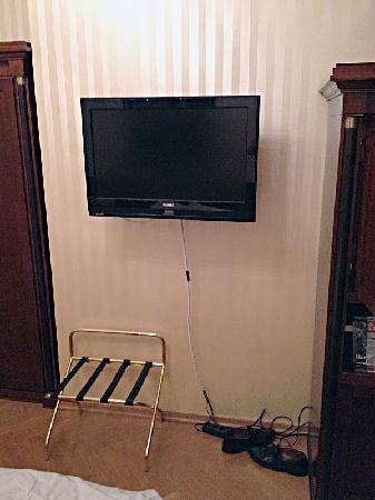 Hotel Ambassador: HDTV