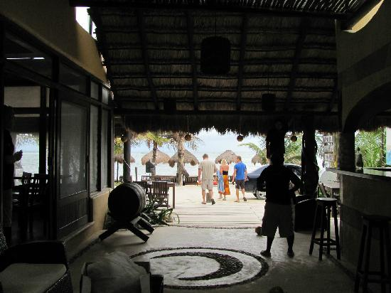 Luna de Plata · Hotel: In lobby, beach is across street