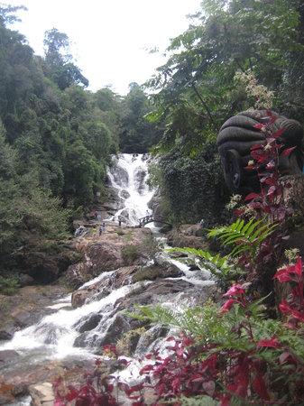 達坦拉瀑布