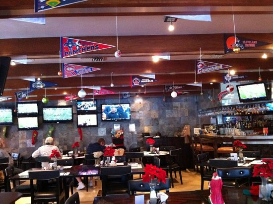 Christy's Restaurant and Sports Bar: lots of screens