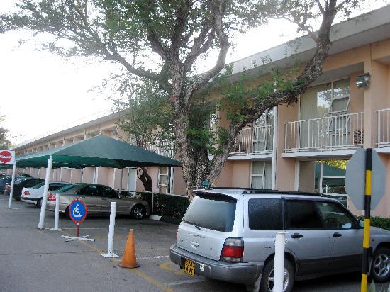 AVANI Gaborone Hotel & Casino: Hotel Exterior