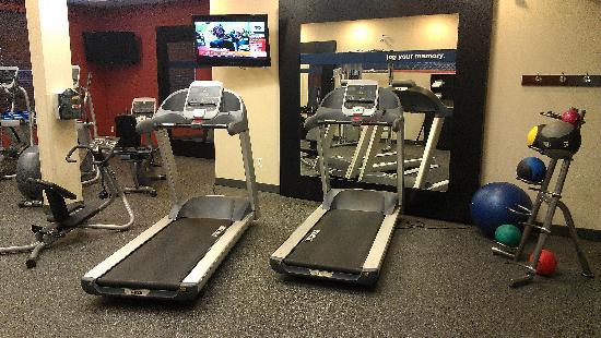 Hampton Inn by Hilton Edmonton/South: Fitness room - treadmills