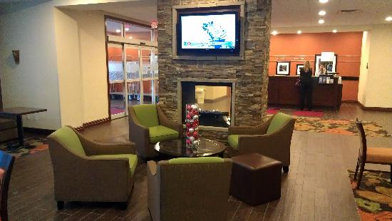 Hampton Inn by Hilton Edmonton/South: View from breakfast area into lobby
