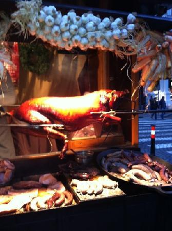 U Matěje Kotrby: hog roast