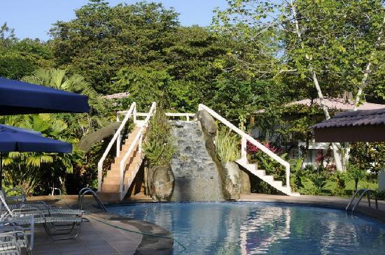 Crocodile Bay Resort: pool