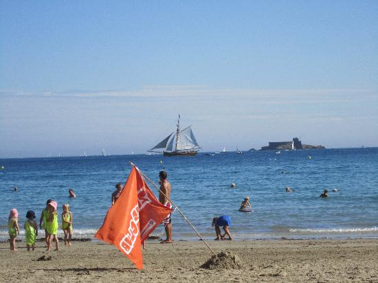 Le Crystal : Dinard Bay view typical August day