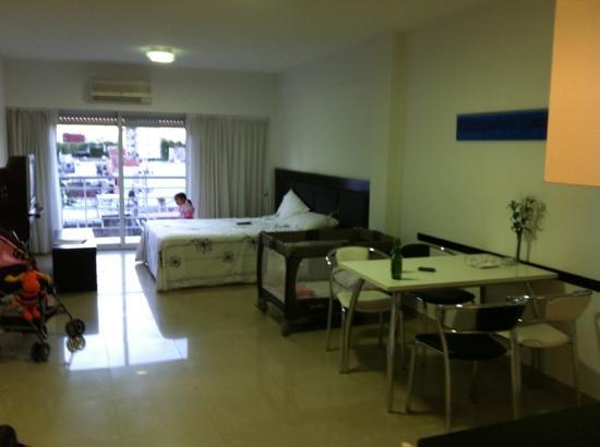 Bulnes Quality Studios Hotel Buenos Aires: belen jugando