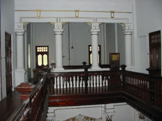 The Mansion: Upstairs again