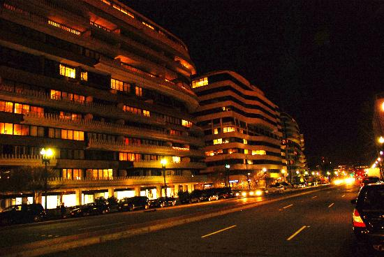 Watergate Complex: Watergate at Night