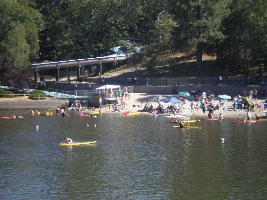 Sleepy Hollow Cabins and Hotel : Lake Gregory Water Slide