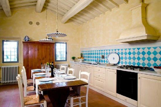 Agriturismo Borgo Casorelle: Villa Fienile Kitchen