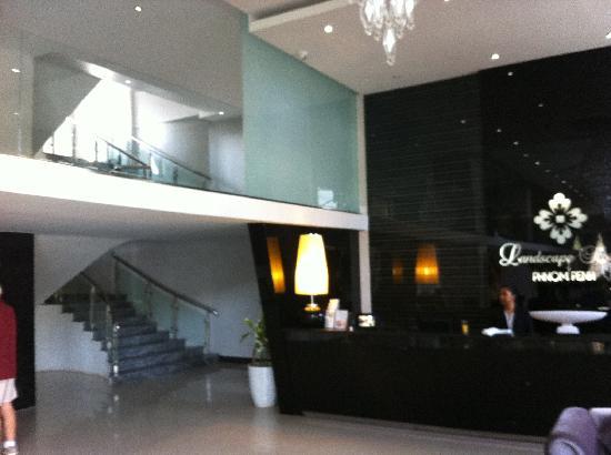Landscape Hotel: hall