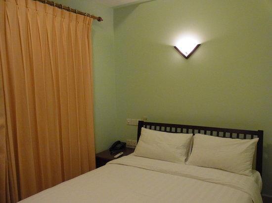 Parklane Hotel: Single Room