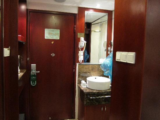 Shilin Hotel: Standard Twin Room #2