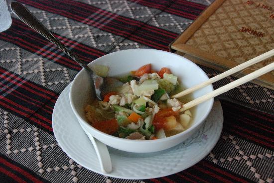 Mar Lar Theingi Buffet Restaurant : Leckere Suppe!