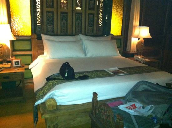 Jadul Village Resort & Spa: Very comfortable bed!!