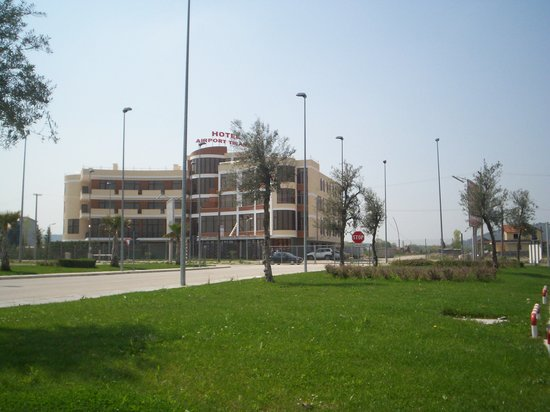 Hotel Airport Tirana: Property view