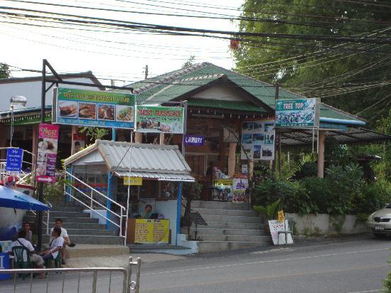 Tree Top Restaurant and Bar: Literally opposite the Radisson